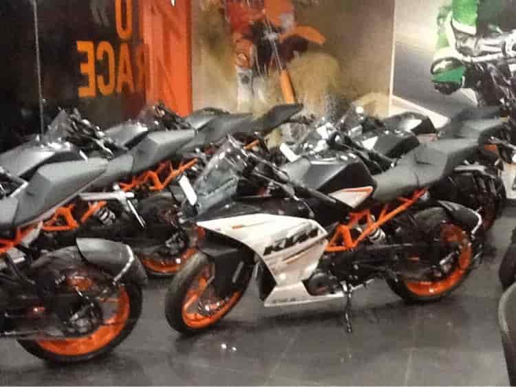 Ktm Bike Showroom Ponmeni R K Ktm Motorcycle Dealers Ktm Duke