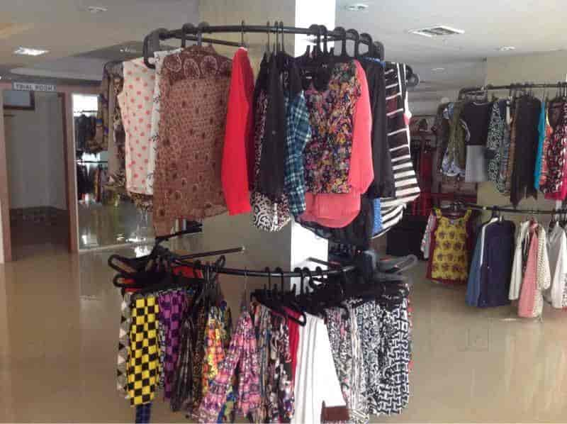 Fashion avenue clothes store 29